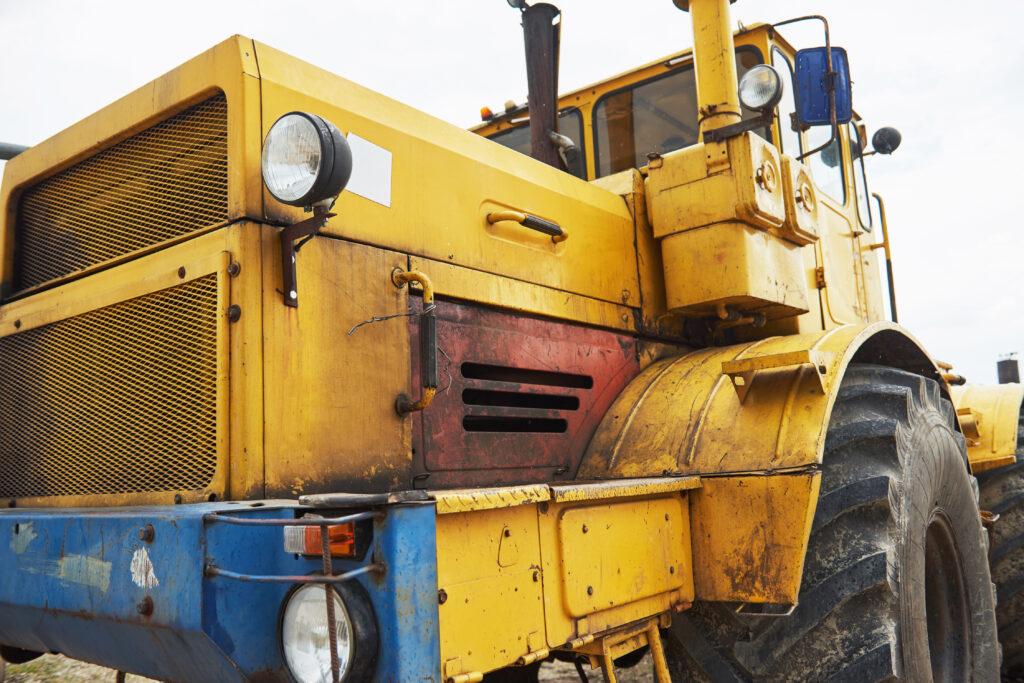 Tractor usado en minería y reparado con llaves RAD